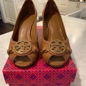 Tory Burch Leticia Open Toe Wedge Size 8.5